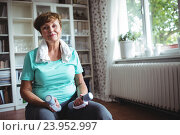 Купить «Senior woman sitting on exercise ball with dumbbells», фото № 23952997, снято 1 июля 2016 г. (c) Wavebreak Media / Фотобанк Лори