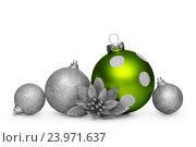 Зеленый и серебряные елочные шарики и другие новогодние украшения, фото № 23971637, снято 13 августа 2016 г. (c) Евгений Захаров / Фотобанк Лори