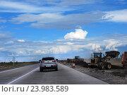 Купить «Прокладка дороги. Автомобили и спецтехника», фото № 23983589, снято 3 июля 2016 г. (c) Валерий Тырин / Фотобанк Лори