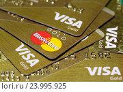 Золотые банковские карты Visa и MasterCard (2016 год). Редакционное фото, фотограф Игорь Долгов / Фотобанк Лори