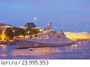 Купить «Военный корабль на параде в день ВМФ. Санкт-Петербург 2016. Сторожевой корабль «Адмирал Эссен» проекта 11356 ВМС России», эксклюзивное фото № 23995953, снято 29 июля 2016 г. (c) Литвяк Игорь / Фотобанк Лори