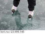 Купить «Катание на коньках по растаявшему льду», фото № 23999145, снято 20 марта 2016 г. (c) Юлия Батурина / Фотобанк Лори