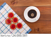 Чашка черного кофе и печенье на столе. Стоковое фото, фотограф Владимир Семенчук / Фотобанк Лори