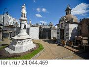 Купить «Кладбище Реколета в Буэнос-Айресе», фото № 24044469, снято 23 сентября 2016 г. (c) AK Imaging / Фотобанк Лори