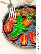 Купить «Oven baked cherry tomatoes with basil and thyme on a cast iron skillet», фото № 24052361, снято 4 ноября 2014 г. (c) easy Fotostock / Фотобанк Лори