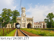 Железнодорожный вокзал в Петергофе, Россия (2011 год). Стоковое фото, фотограф Дмитрий Тищенко / Фотобанк Лори