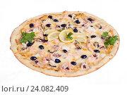 Пицца с морепродуктами на белом фоне. Стоковое фото, фотограф Кривцов Алексей / Фотобанк Лори