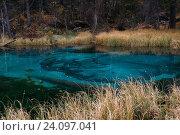 Купить «Небольшое голубое озеро в горах Алтая, Россия», фото № 24097041, снято 27 сентября 2016 г. (c) Liseykina / Фотобанк Лори