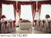 Купить «Зал ресторана для проведения свадьбы», фото № 24132401, снято 30 апреля 2016 г. (c) Блинова Ольга / Фотобанк Лори
