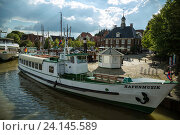 Leer, Germany, excursion steamers harbor music at the Handelshafen of Leer (2014 год). Редакционное фото, агентство Caro Photoagency / Фотобанк Лори