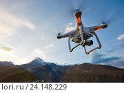 Купить «uav drone copter flying with digital camera», фото № 24148229, снято 24 сентября 2015 г. (c) Дмитрий Калиновский / Фотобанк Лори