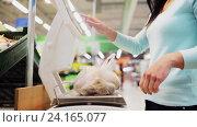 Купить «woman weighing potato on scale at grocery store», видеоролик № 24165077, снято 3 ноября 2016 г. (c) Syda Productions / Фотобанк Лори