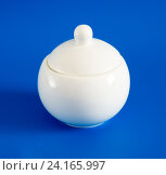 Купить «White sugar bowl with lid on blue background», фото № 24165997, снято 8 марта 2016 г. (c) Володина Ольга / Фотобанк Лори