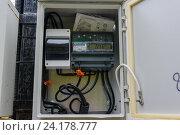Купить «Счетчик электрической энергии Меркурий 231 АТ-01 с ночным показанием киловатт, находящийся в электрощитке», фото № 24178777, снято 19 сентября 2016 г. (c) Татьяна Синицына / Фотобанк Лори