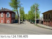 Купить «Старая улица с деревянными домами в историческом центре Иркутска», фото № 24198405, снято 22 мая 2016 г. (c) Юлия Батурина / Фотобанк Лори