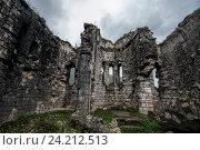 Руины древней Бзыбской церкви в Абхазии. Датируются Х веком н. э. (2016 год). Стоковое фото, фотограф Матвей Солодовников / Фотобанк Лори