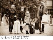 Купить «Parents with children shopping in city», фото № 24212777, снято 22 ноября 2018 г. (c) Яков Филимонов / Фотобанк Лори