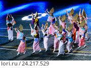 """Купить «""""Спасская башня"""" - международный военно-музыкальный фестиваль. Японская фольклорная группа """"Ава Одори"""" на Красной площади», фото № 24217529, снято 26 августа 2016 г. (c) Мария Москвицова / Фотобанк Лори"""