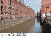 Speicherstadt - крупнейший в мире район портовых складов в Гамбурге, Германия (2015 год). Редакционное фото, фотограф Наталья Николаева / Фотобанк Лори