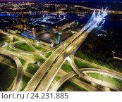 Ночной вид сверху на развязку кольцевой дороги около Большого Обуховского моста. Санкт-Петербург (2016 год). Редакционное фото, фотограф Кекяляйнен Андрей / Фотобанк Лори