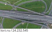 Вид с воздуха на дорожную развязку. Стоковое видео, видеограф Михаил Коханчиков / Фотобанк Лори