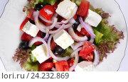 Купить «Греческий салат из свежих овощей», видеоролик № 24232869, снято 18 октября 2016 г. (c) Иван Кузнецов / Фотобанк Лори