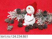 Купить «С Новым годом. Праздничная композиция со снеговиком и шишками на красном фоне», фото № 24234861, снято 15 ноября 2016 г. (c) Наталья Осипова / Фотобанк Лори