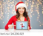 Купить «woman with santa claus on tablet pc screen», фото № 24236021, снято 22 сентября 2013 г. (c) Syda Productions / Фотобанк Лори