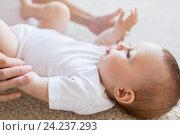 Купить «close up of happy little baby and mother hands», фото № 24237293, снято 12 июля 2016 г. (c) Syda Productions / Фотобанк Лори