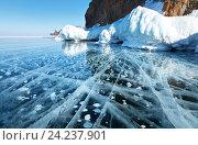 Зимний Байкал. Красивый гладкий лед с пузырями у острова Ольхон. Стоковое фото, фотограф Виктория Катьянова / Фотобанк Лори