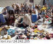 Купить «Блошиный рынок», фото № 24242205, снято 31 июля 2016 г. (c) Павел Кулинич / Фотобанк Лори