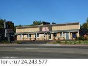 Купить «Типичный мотель в городе Уиллитс. Калифорния, США», фото № 24243577, снято 15 августа 2013 г. (c) Алексей Кокоулин / Фотобанк Лори