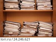 Архив, папки с бумагами на полках. Стоковое фото, фотограф Олег Безруков / Фотобанк Лори