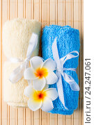 terrycloth towels and exotic flowers for spa treatments closeup. Стоковое фото, фотограф Константин Лабунский / Фотобанк Лори