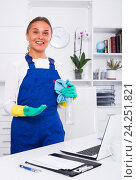 Купить «female cleaner with duster», фото № 24251821, снято 26 июня 2019 г. (c) Яков Филимонов / Фотобанк Лори