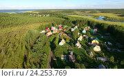 Дачный поселок в лесу у реки, Карелия. Стоковое фото, фотограф Кекяляйнен Андрей / Фотобанк Лори