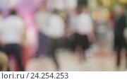Купить «Толпа в торговом центре - люди танцуют буги-вуги, расфокусированно», видеоролик № 24254253, снято 25 апреля 2018 г. (c) Константин Шишкин / Фотобанк Лори