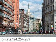 Купить «Moscow, Russia - June 02.2016. Orlikov lane - one of central streets of the city», фото № 24254289, снято 2 июня 2016 г. (c) Володина Ольга / Фотобанк Лори