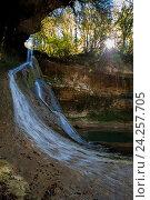Купить «Барьяльский водопад во влажном самшитовом лесу в Абхазии», фото № 24257705, снято 2 октября 2016 г. (c) Матвей Солодовников / Фотобанк Лори