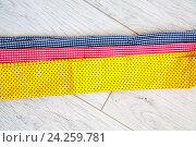 Ленты цветной ткани на столе. Стоковое фото, фотограф Ольга Еремина / Фотобанк Лори