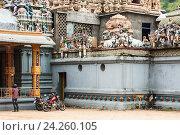 Купить «Индуистского храм Ковил Sri Muthumariamman в Матале, Шри-Ланка», фото № 24260105, снято 5 ноября 2009 г. (c) Эдуард Паравян / Фотобанк Лори