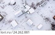 Купить «Деревянные дома и постройки на дачных участках в зимнее время, полет над крышами», видеоролик № 24262881, снято 13 ноября 2016 г. (c) Кекяляйнен Андрей / Фотобанк Лори