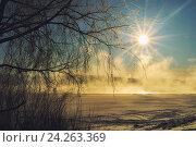 Купить «Зимний рассветный пейзаж - золотистый туман на замерзшей реке», фото № 24263369, снято 12 октября 2018 г. (c) Зезелина Марина / Фотобанк Лори