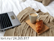 Купить «laptop, coffee and croissant on bed at cozy home», фото № 24265817, снято 15 октября 2016 г. (c) Syda Productions / Фотобанк Лори