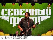 Купить «Группа «Северный флот» на сцене Доброфеста», фото № 24266281, снято 2 июля 2016 г. (c) Голованов Сергей / Фотобанк Лори