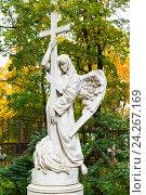 Купить «Ангел с крестом. Надгробие на Смоленском кладбище. Санкт-Петербург», эксклюзивное фото № 24267169, снято 29 сентября 2016 г. (c) Александр Щепин / Фотобанк Лори