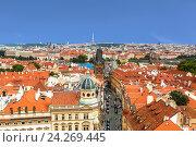 Купить «Панорама центра Праги с красными крышами и башня Карлова моста», фото № 24269445, снято 30 мая 2016 г. (c) Наталья Волкова / Фотобанк Лори