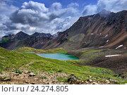 Купить «Красивое зеленое озеро в горной тундре Восточных Саян. Бурятия», фото № 24274805, снято 19 июля 2016 г. (c) Виктор Никитин / Фотобанк Лори
