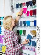 Купить «Woman picking various textile patch», фото № 24276241, снято 21 июля 2019 г. (c) Яков Филимонов / Фотобанк Лори