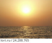 Купить «Яркий морской закат», фото № 24288765, снято 11 августа 2006 г. (c) Евгений Ткачёв / Фотобанк Лори